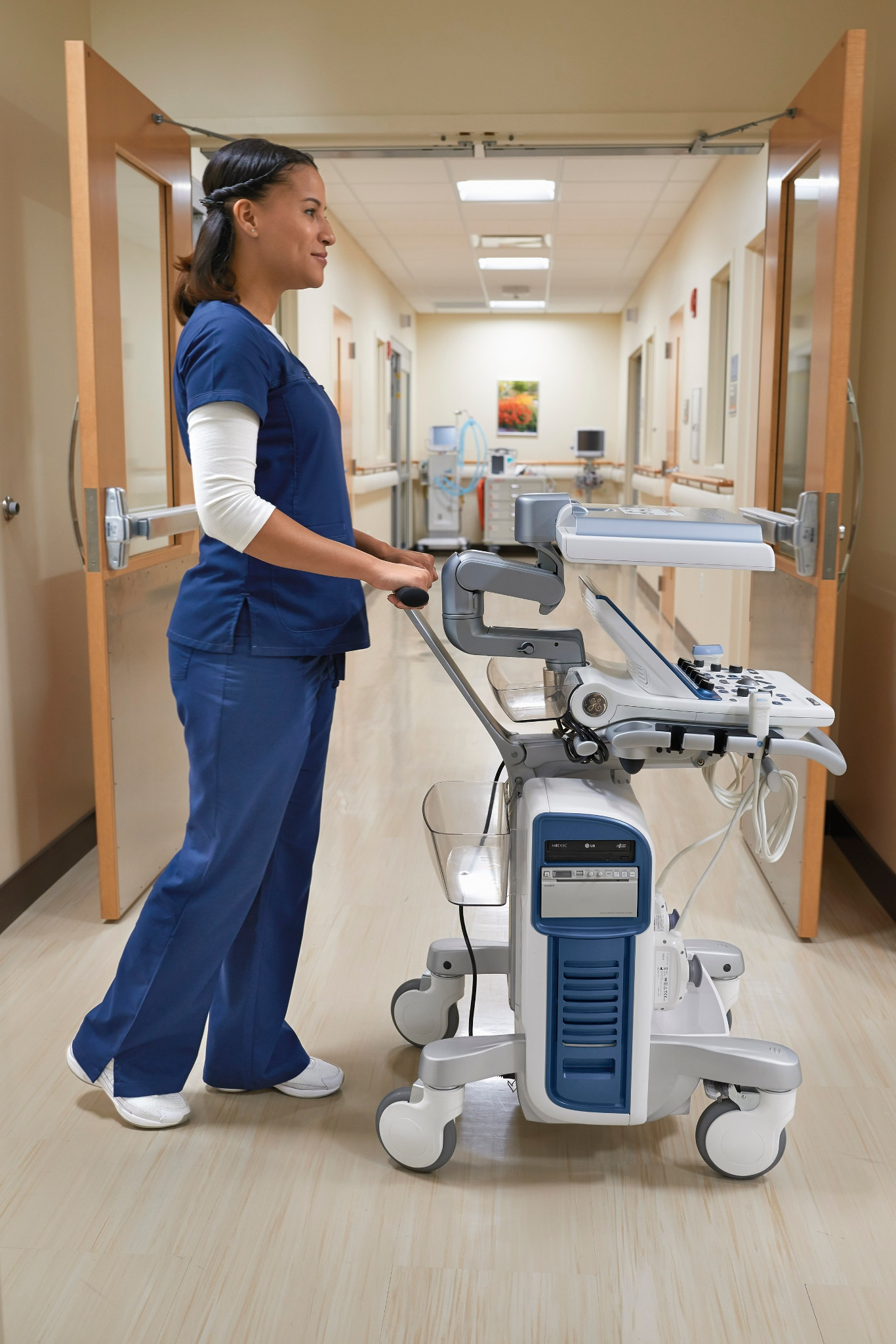 product-product-categories-ultrasound-vivid-vivid s60-gehc_vivid_s60_ergonomics_new.jpg